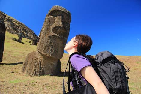 Elodie bisou moai