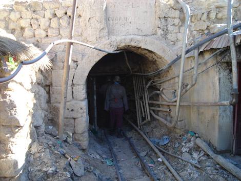 Entrée d'une mine à Potosi