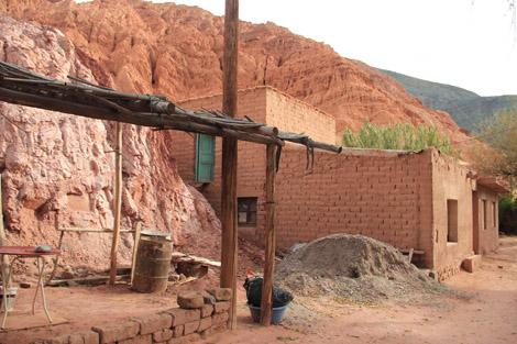 Humahuaca maison sans crépit avec terrasse en bois