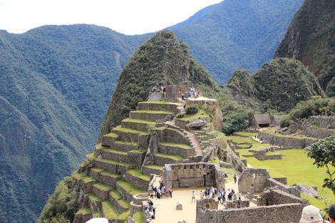 Le côté temples (et terrasses à l'extrême gauche)