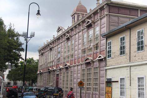 Un immeuble tout en métal dans la capitale