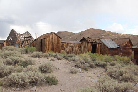 Des maisons et des hangars