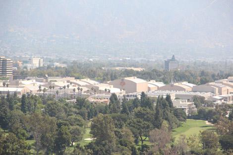 Et, au loin… les studios Warner Bros!