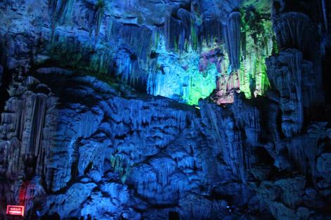 Dans la grotte 8
