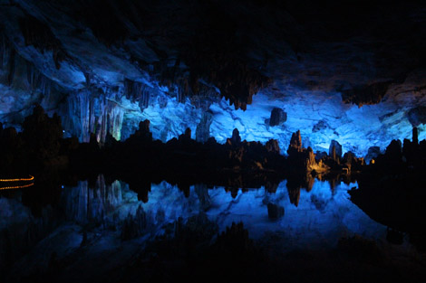 Dans la grotte 6