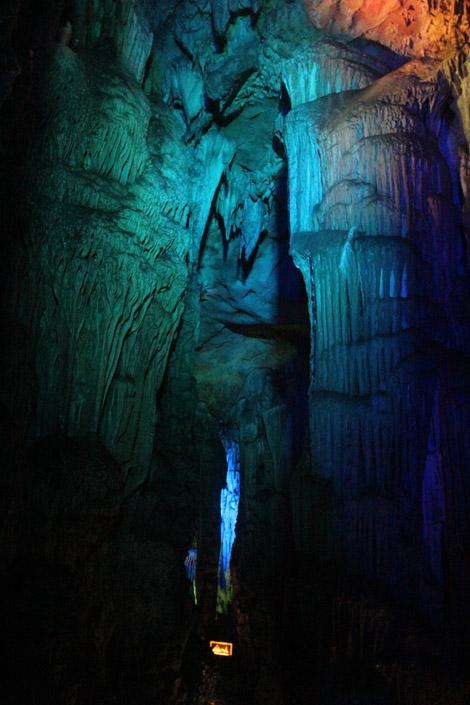 Dans la grotte 4