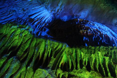 Dans la grotte 5