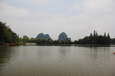 Lac devant la grotte