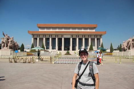 Le mausolée de Mao (derrière Élodie)