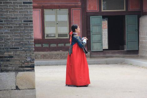 Jeune fille en Kimono traditionnel