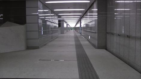 Un couloir étrangement vide à Roppongi pour rejoindre le métro…