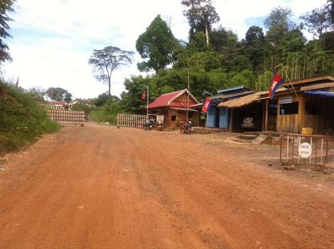 le poste-frontière… côté Cambodgien!
