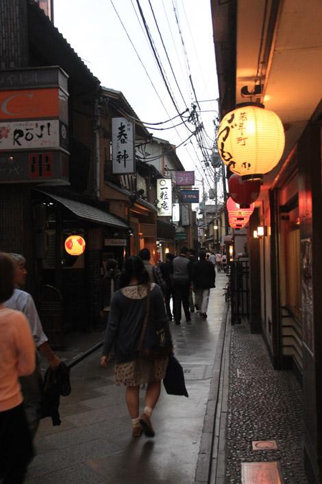 """Il existe deux quartier, bien restaurés, aux allures du """"vieux Japon"""" où il est possible de très bien manger (pas dans nos prix malheureusement)"""
