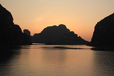 Baie d'halong coucher de soleil 3