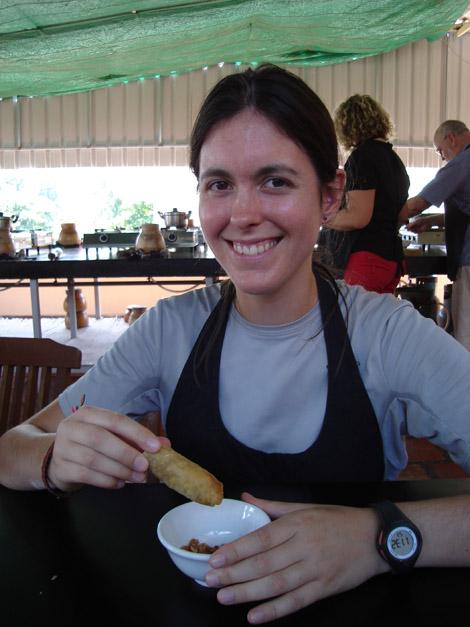 Elodie prend des cours de cuisine… et mange les nems cuisinés par elle-même