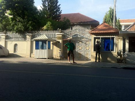 Des ambassades…