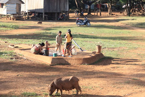 """La seule pompe du village fournissant de l'eau """"non potable"""""""