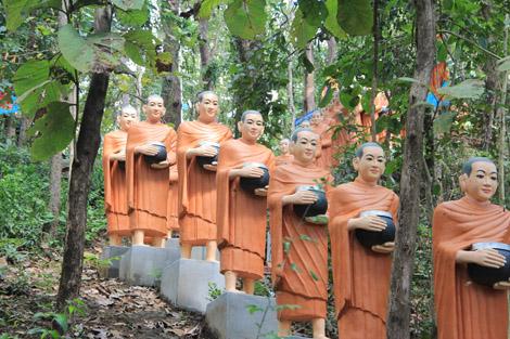 Statues de moines