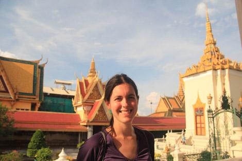 Elodie devant les toits du palais