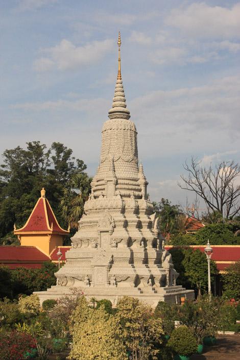 Un stupa monumental et finement travaillé