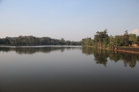 Les douves du temple d'Angkor Wat!