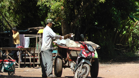 Ravitaillement de glace au Cambodge