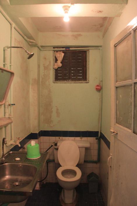 …Et la salle de bain attenante