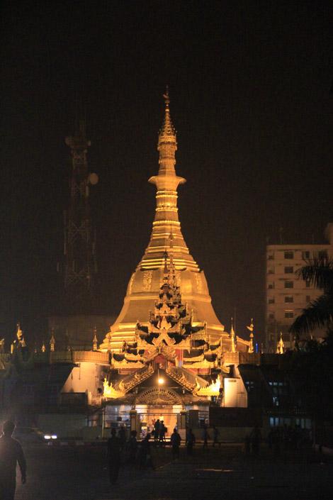 A Yangon, la nuit