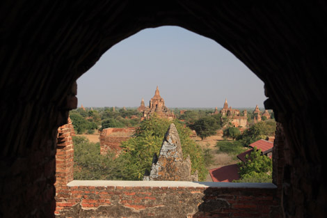 Vue depuis un temple de Bagan
