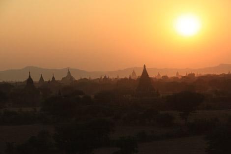 Couché de soleil à Bagan