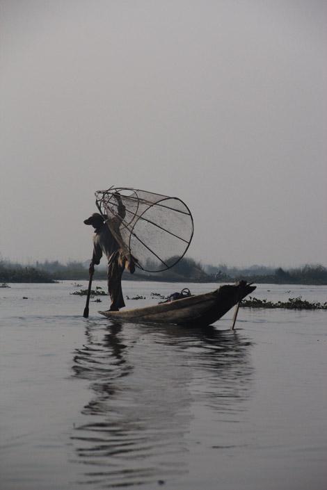 Pêcheur et nasse
