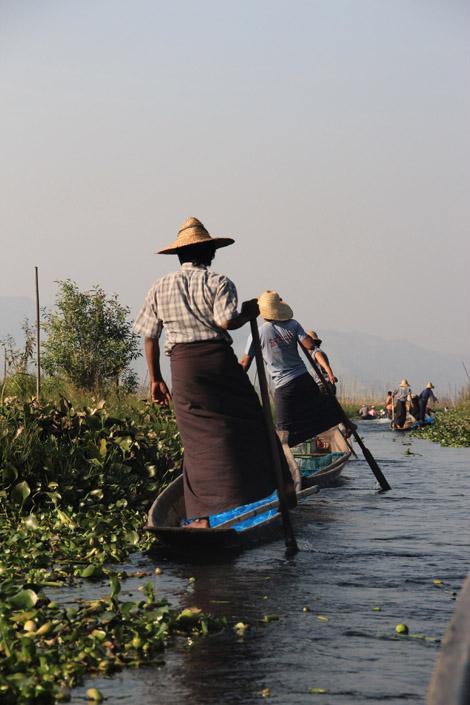 Pêcheurs en route vers leur lieu de labeur…