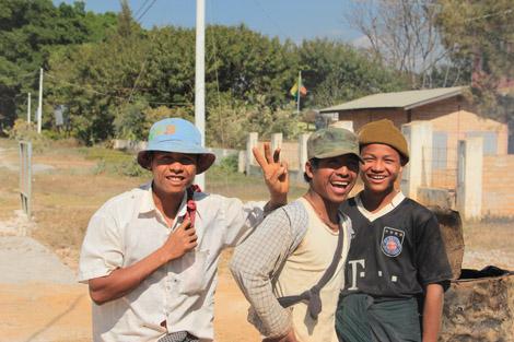 Au retour, les jeunes ouvriers me demanderont de les prendre en photo…
