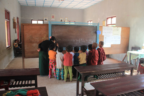 Petite école d'un village près d'Inle