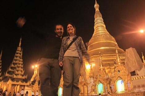Nous deux devant Shwedagon