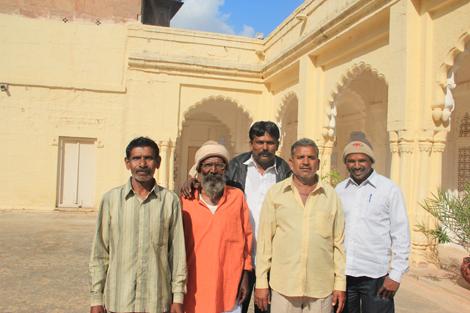 Hommes d'une famille Indienne