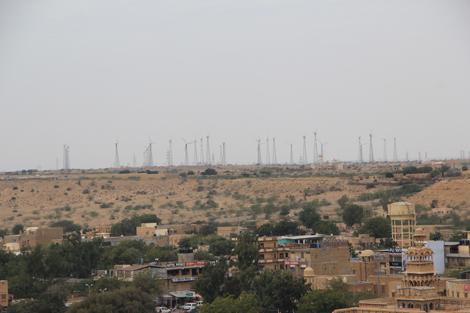 Autour de Jaisalmer, les désert et les éoliennes