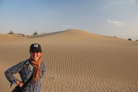 Elodie devant une dune