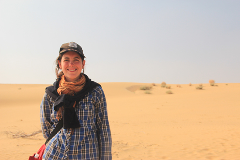 Elodie devant le desert