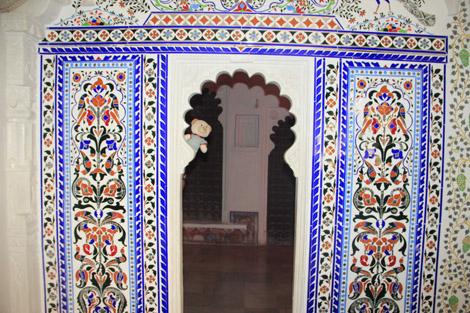 Des murs recouverts de mosaïques qui attirent Nestor