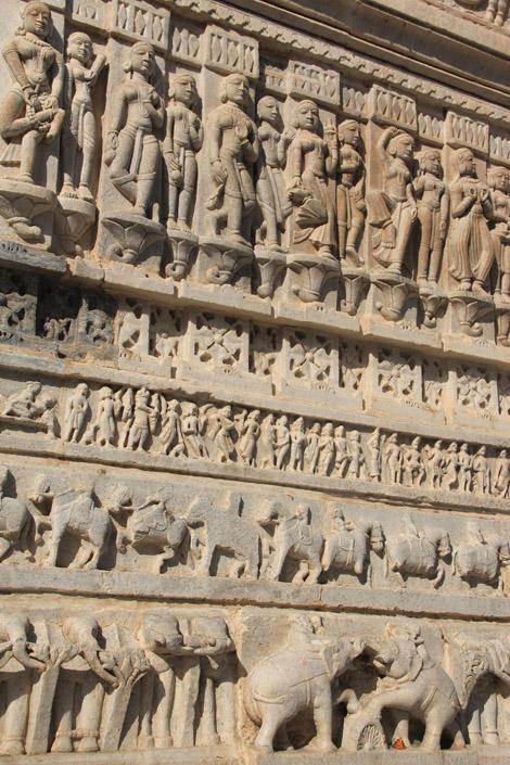 Frises sur les façades du temple