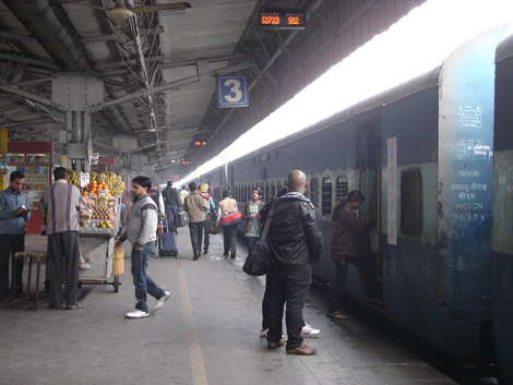 Quai de gare en Inde