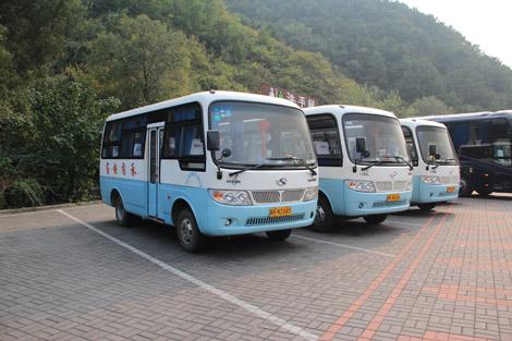 …En bus…