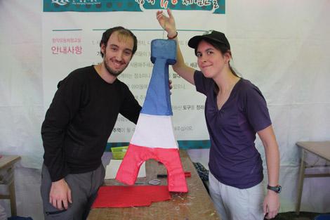 Construction d'une tour eiffel à la fête des lanternes
