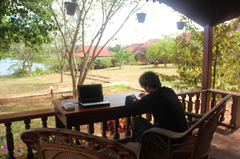 """Cambodge, Ban Lung, après-midi """"correspondance"""" avec les écoliers."""